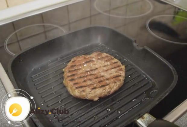 Теперь вы знаете, как приготовить котлету для гамбургера.