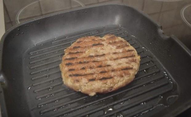 Рецепт приготовления сочных котлет для бургеров