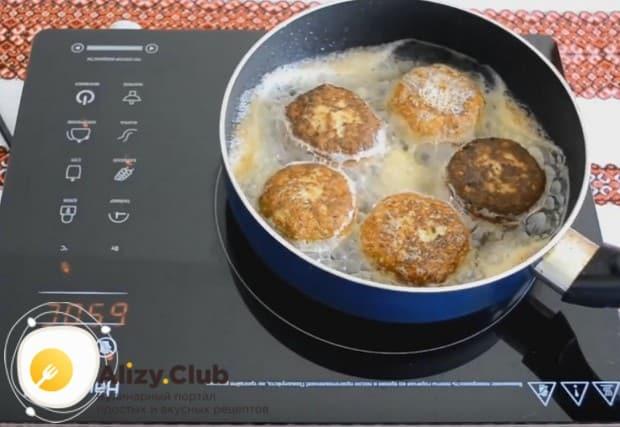 Теперь вы знаете все о том, как приготовить пышные и нежные котлеты из фарша на сковороде.