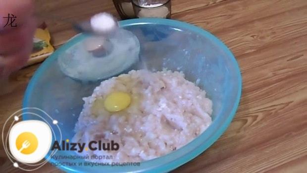 Добавляем около 0,5 чайной ложки соли