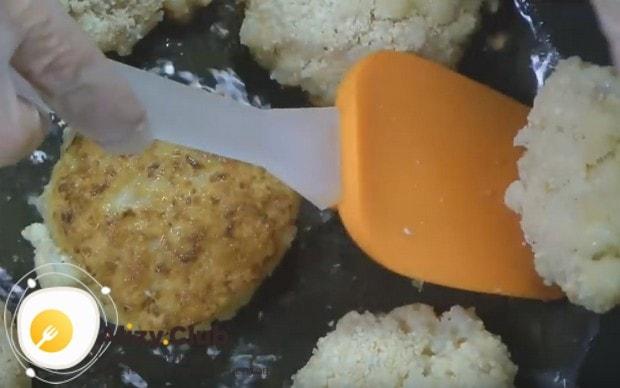 Попробуйте, ведь это самый вкусный рецепт котлет из цветной капусты!