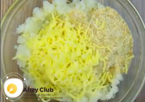 Эти котлеты из цветной капусты приготовим с сыром.