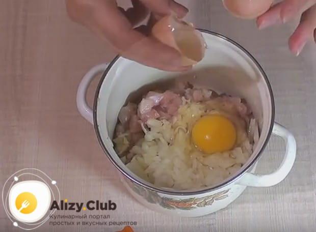 Добавляем к этим компонентам яйцо.
