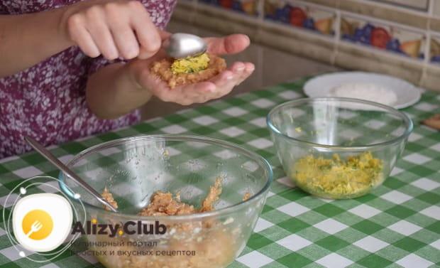 Как приготовить котлеты с начинкой из грибов и сыра по подробному рецепту