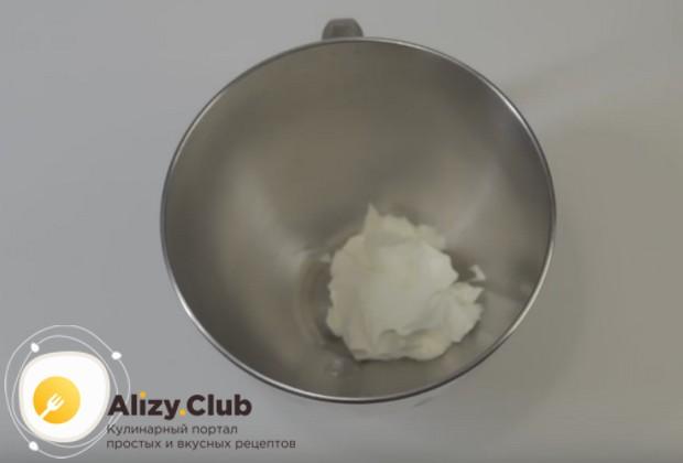 Представляем вашему вниманию простой рецепт, по которому вы сможете приготовить отличный крем чиз для капкейков.