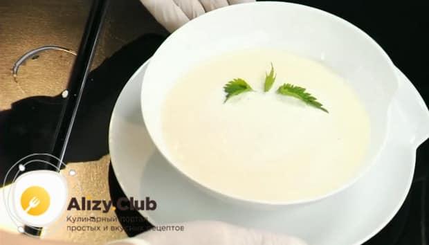 Ароматный крем суп из цветной капусты готов.