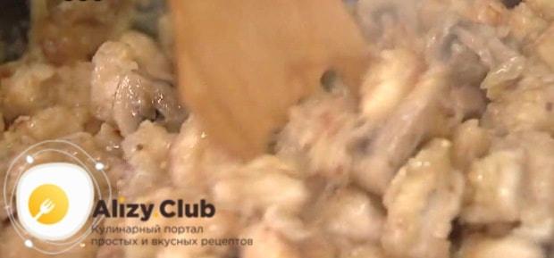В процессе добавляем 15 г горчицы в зернах