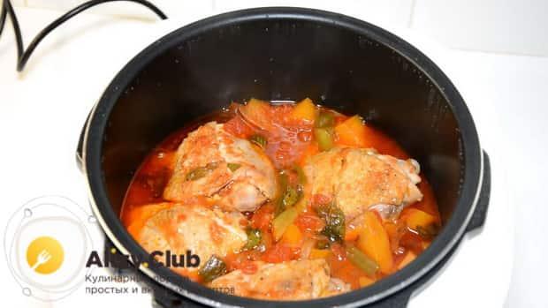 Вкуснейшая курица с тыквой приготовленная в мультиварке готова.