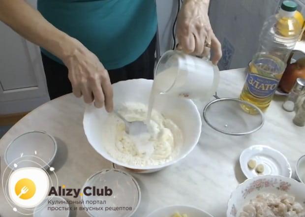 Проще всего приготовить курник на кефире в домашних условиях.
