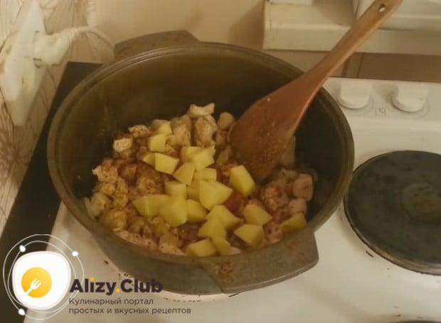 Лагман можно приготовить даже с картошкой.