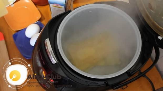 Для приготовления лазаньи с фаршем по рецепту в мультиварке, варим листы.