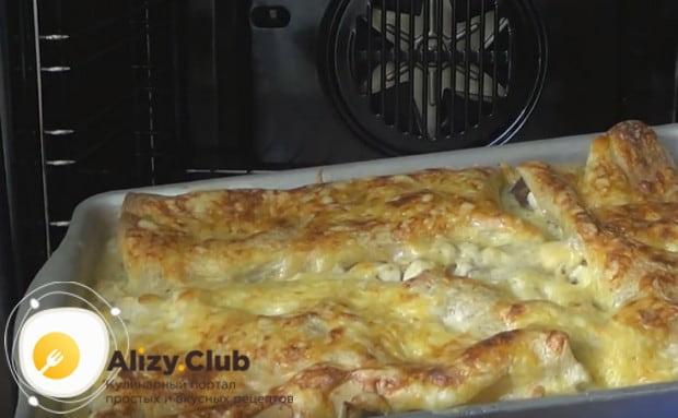 Аппетитная лазанья с курицей и грибами готова!
