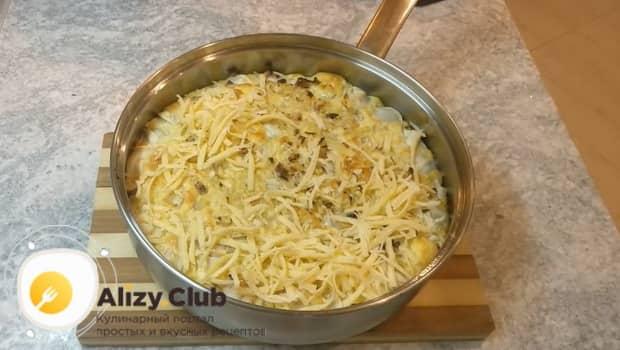 Для приготовления запеканки из пельменей ленивая жена, натираем сыр.