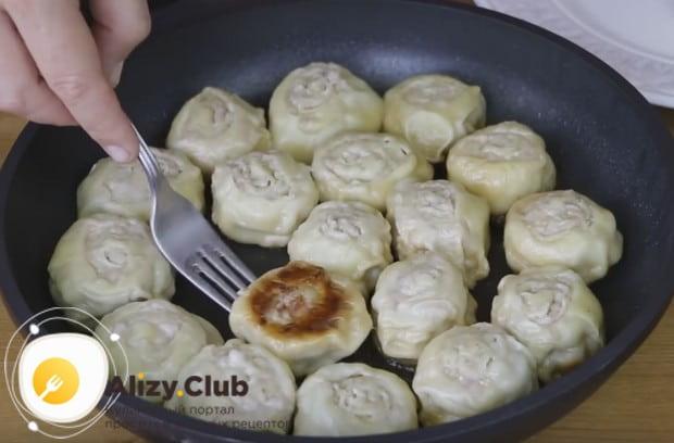 Опробуйте такой простой рецепт ленивых пельменей на сковороде.