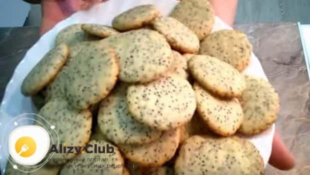 Готовое печенье на сметане подаем к столу