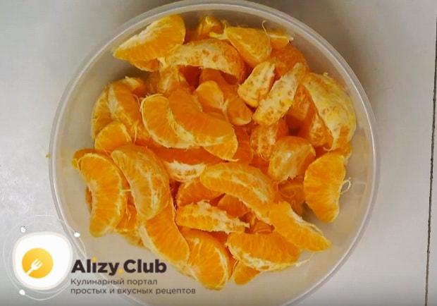 мандарины делим на дольки