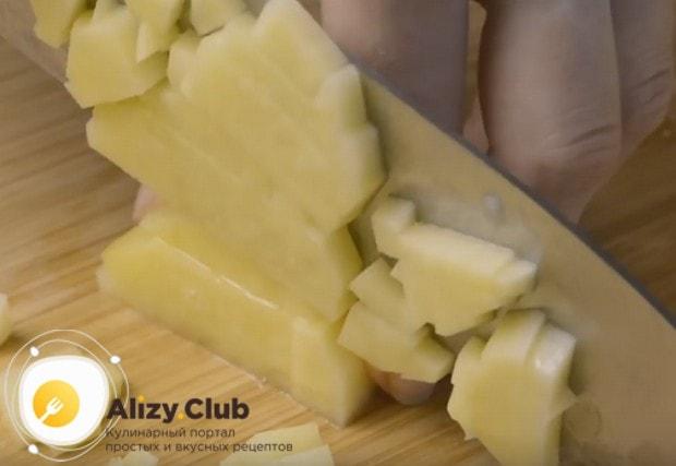 Приготовим манты по рецепту с мясом и картошкой.