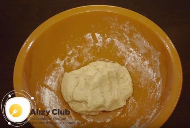 Замешиваем тугое тесто.