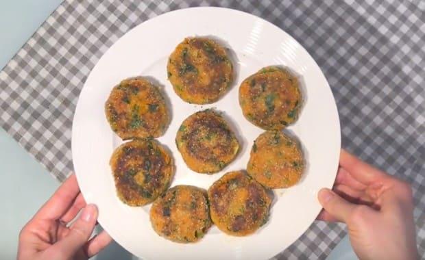 Как сделать морковные котлеты с манкой по пошаговому рецепту с фото
