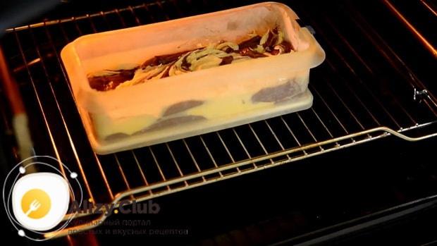 Для приготовления мраморного кекса разогрейте духовку.