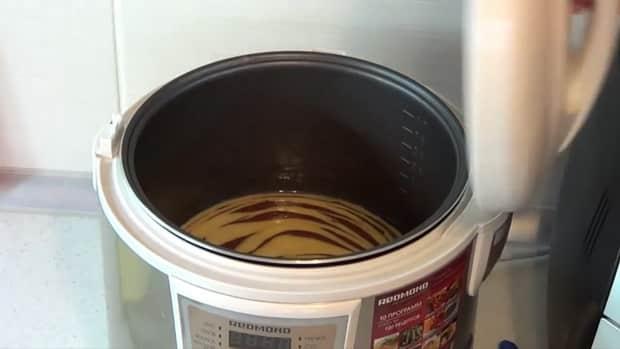 Для приготовления мраморного кекса в мультиварке выставьте нужный режим.