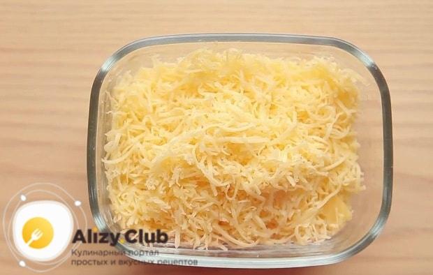 Сыр натираю на крупной тёрке
