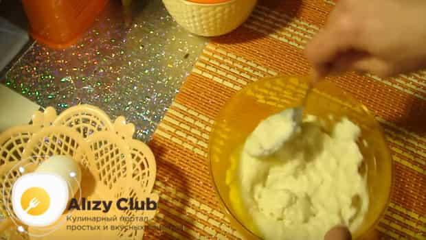 Берем творог, яйца и сахар