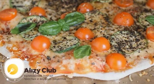 Ароматная вегетарианская пицца готова.