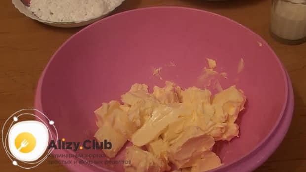 Для приготовления печенья минутка растопите масло.