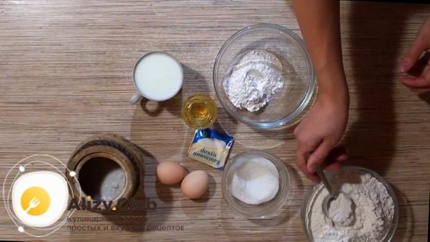 Для приготовления пирожков с клубникой, подготовьте все ингредиенты.