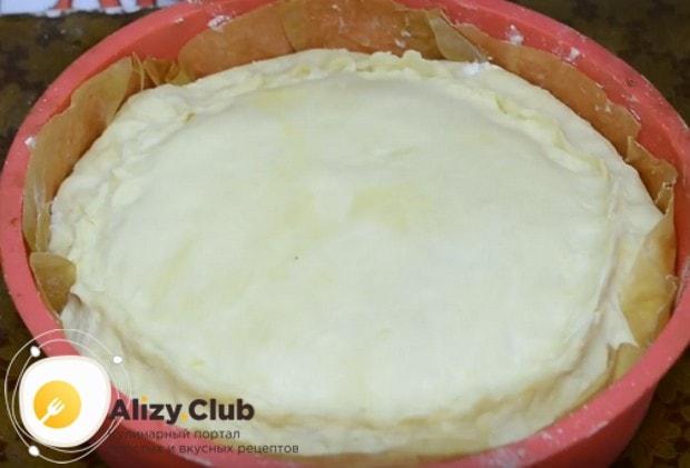 Пирог с капустой из слоеного дрожжевого теста сделаем закрытым.
