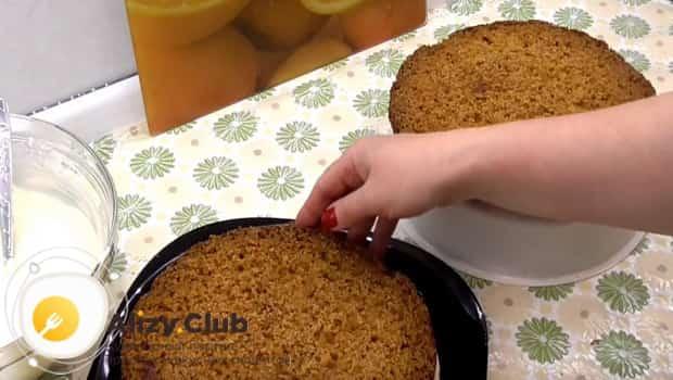 Готовый пирог делим на три части
