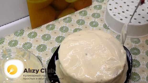 Пирог смазываем кремом