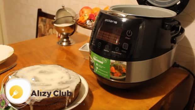 Пирог с вареньем в мультиварке смазываем кремом