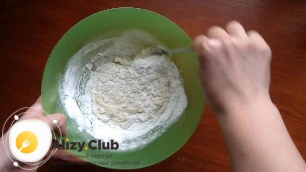 Добавляем в полученную смесь 45-50 граммов рисовой муки