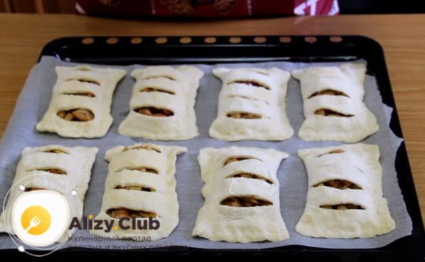 Детальный рецепт приготовления пирожков с яблоками из дрожжевого теста