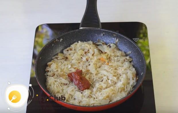 Можно также добавить немного томатной пасты.