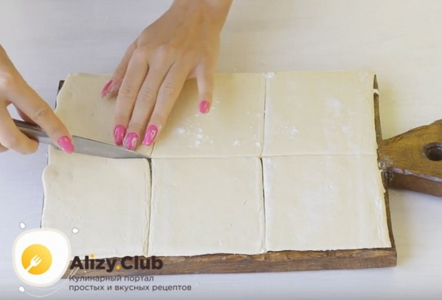 Пирожки будем готовить из слоеного дрожжевого теста.