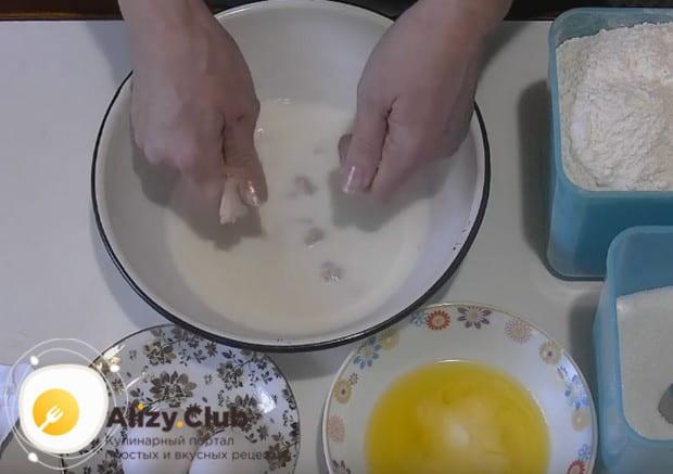 Приготовим тесто для пирожков с печенкой.