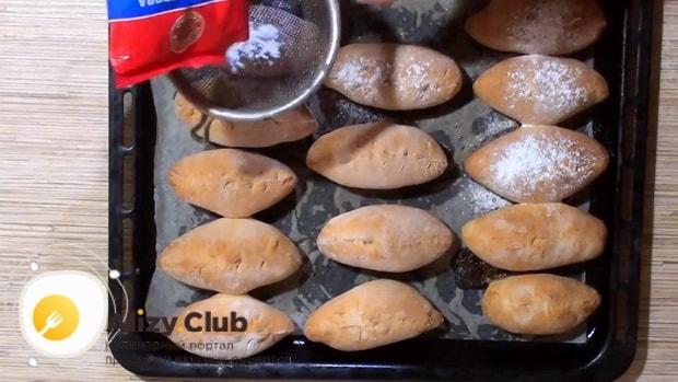 Вкуснейшие пирожки из ревеня готовы.