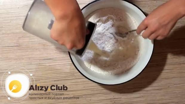 Пирожки с ревенем можно приготовить из дрожжевого теста