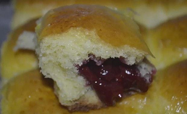 Рецепт пошагового приготовления пирожков с вишней в духовке