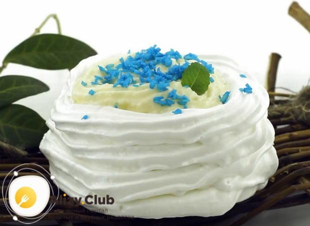 Такое пирожное безе с кремом станет отличной заменой даже праздничному торту.