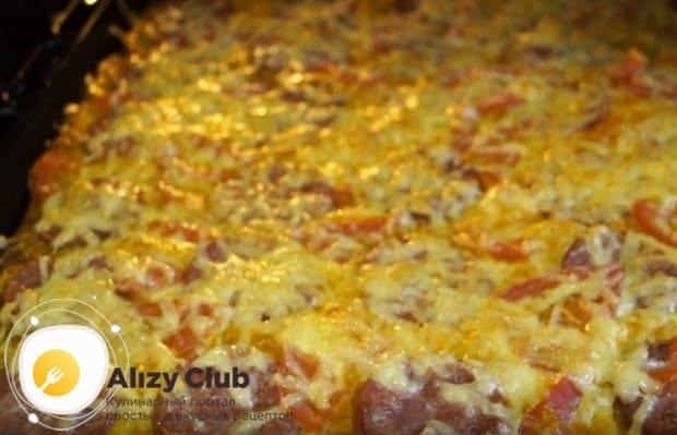Воспользуйтесь нашим пошаговым рецептом с фот и попробуйте приготовить такую замечательную пиццу из лаваша в духовке.