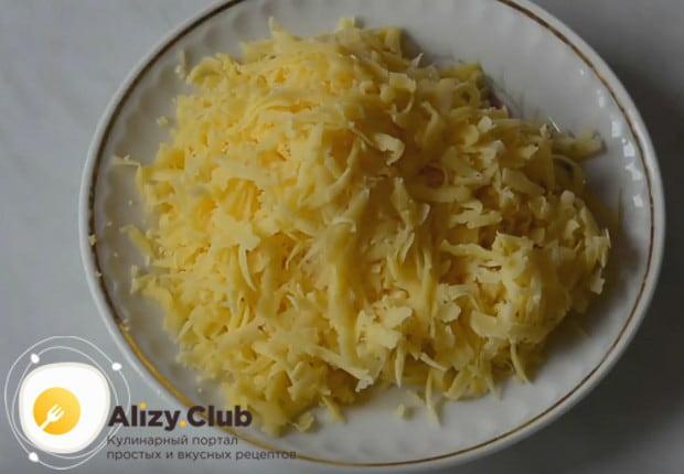 Для приготовления блюда, конечно же, понадобится натертый на терке сыр.