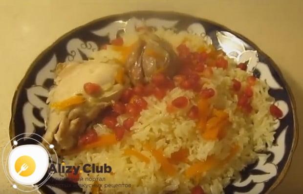 Попробуйте приготовить вкусный узбекский плов с курицей по нашему рецепту.