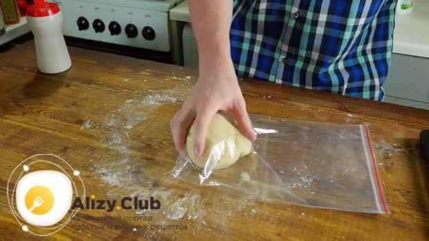 Для приготовления бешбармака дайте тесту полежать.