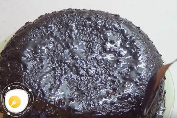Такое изделие можно посыпать сахарной пудрой или полить шоколадной глазурью.