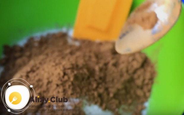 Этот постный пирог мы будем готовить с вишней и какао.