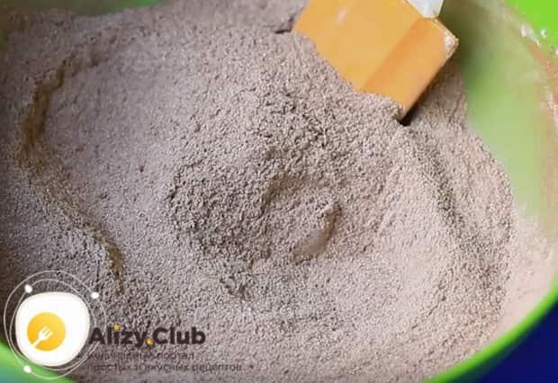 До однородности перемешиваем сухие ингредиенты.